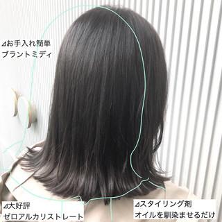 ミディアム グレージュ ストレート ナチュラル ヘアスタイルや髪型の写真・画像