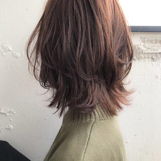 ミディアム レイヤーカット フェミニン 鎖骨ミディアム ヘアスタイルや髪型の写真・画像