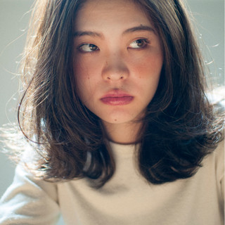 暗髪 ミディアム アッシュ 外国人風 ヘアスタイルや髪型の写真・画像