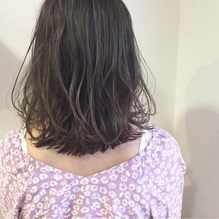 ロブ 外ハネ ブルージュ ミディアム ヘアスタイルや髪型の写真・画像