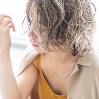 ベージュ オフィス デート レイヤー ヘアスタイルや髪型の写真・画像