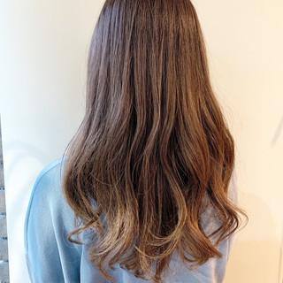 セミロング パープルアッシュ ラベンダーアッシュ ラベンダーグレージュ ヘアスタイルや髪型の写真・画像