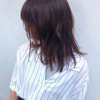 ナチュラル ピンクバイオレット ミディアム ハイライト ヘアスタイルや髪型の写真・画像