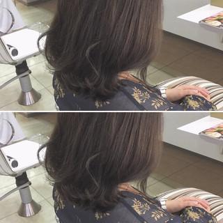 透明感 ナチュラル 外ハネ アッシュ ヘアスタイルや髪型の写真・画像 ヘアスタイルや髪型の写真・画像
