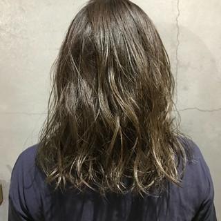 ダブルカラー ゆるふわ 外国人風カラー ミディアム ヘアスタイルや髪型の写真・画像
