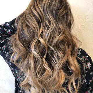 外国人風カラー ダブルブリーチ エアータッチ バレイヤージュ ヘアスタイルや髪型の写真・画像