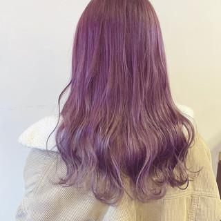 グラデーションカラー ピンクグレージュ ピンクバイオレット ロング ヘアスタイルや髪型の写真・画像