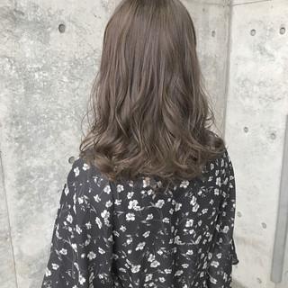パーマ アッシュ ブルー グレージュ ヘアスタイルや髪型の写真・画像