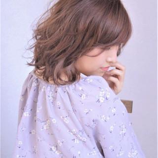 ミルクティー リラックス ミディアム パーマ ヘアスタイルや髪型の写真・画像
