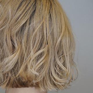 ボブ ブリーチカラー ミルクティーベージュ ブロンドカラー ヘアスタイルや髪型の写真・画像