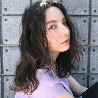 ウェーブ 透明感 アンニュイ デート ヘアスタイルや髪型の写真・画像