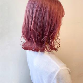 ピンクバイオレット ピンクアッシュ 切りっぱなしボブ ピンクベージュ ヘアスタイルや髪型の写真・画像