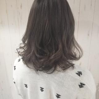 ミディアム 伸ばしかけ 暗髪 アッシュグレージュ ヘアスタイルや髪型の写真・画像
