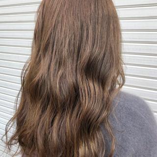 ベージュ ミルクティーベージュ ナチュラル 大人ハイライト ヘアスタイルや髪型の写真・画像
