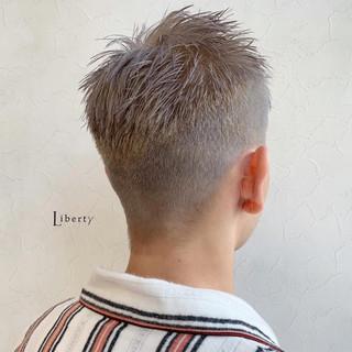シルバーアッシュ ストリート ショート メンズカラー ヘアスタイルや髪型の写真・画像
