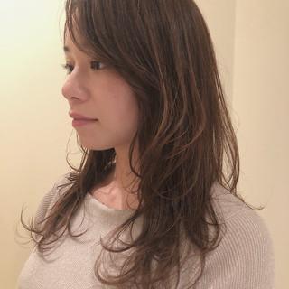 アッシュ アッシュグレージュ フェミニン レイヤーロングヘア ヘアスタイルや髪型の写真・画像