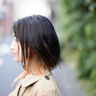 外ハネ インナーカラー ナチュラル 切りっぱなしボブ ヘアスタイルや髪型の写真・画像