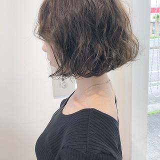 グレージュ ボブ ナチュラル 無造作パーマ ヘアスタイルや髪型の写真・画像