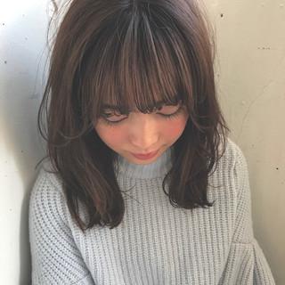アッシュ セミロング ハイライト フェミニン ヘアスタイルや髪型の写真・画像