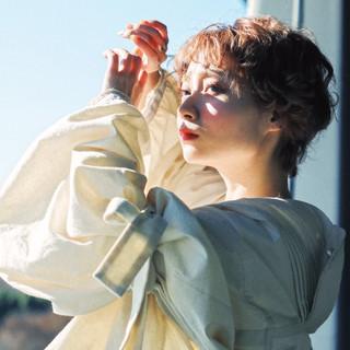 アウトドア ファッション フェミニン ショート ヘアスタイルや髪型の写真・画像