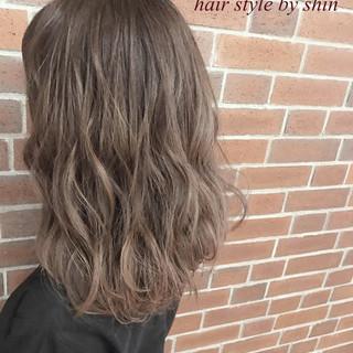 インナーカラー ハイライト アッシュ ナチュラル ヘアスタイルや髪型の写真・画像
