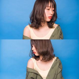 シースルーバング ミディアム フェミニン イルミナカラー ヘアスタイルや髪型の写真・画像