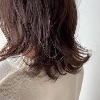 透明感カラー 簡単スタイリング ミディアムレイヤー グレージュ ヘアスタイルや髪型の写真・画像