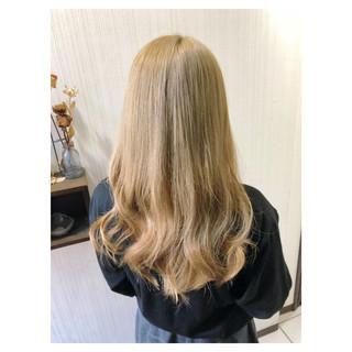 ブリーチ ミルクティー 大人かわいい セミロング ヘアスタイルや髪型の写真・画像