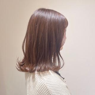 ラベンダーピンク ミディアム ブリーチなし 切りっぱなしボブ ヘアスタイルや髪型の写真・画像