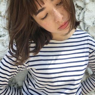 外国人風 ガーリー リラックス グレージュ ヘアスタイルや髪型の写真・画像