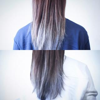 グレー ナチュラル セミロング グラデーションカラー ヘアスタイルや髪型の写真・画像