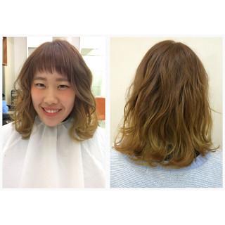 ゆるふわ オン眉 グラデーションカラー ミディアム ヘアスタイルや髪型の写真・画像