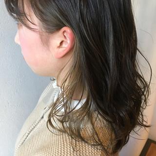 ミディアム インナーカラー ガーリー ミルクティーベージュ ヘアスタイルや髪型の写真・画像
