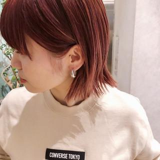 ベリーピンク 切りっぱなしボブ ピンクベージュ ミニボブ ヘアスタイルや髪型の写真・画像