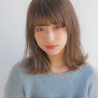 前髪 グレージュ ミディアム 大人かわいい ヘアスタイルや髪型の写真・画像