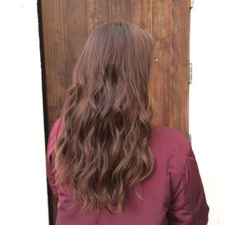 大人かわいい ハイライト アッシュベージュ ロング ヘアスタイルや髪型の写真・画像