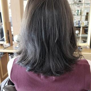 グレージュ グレー ブルージュ ストリート ヘアスタイルや髪型の写真・画像