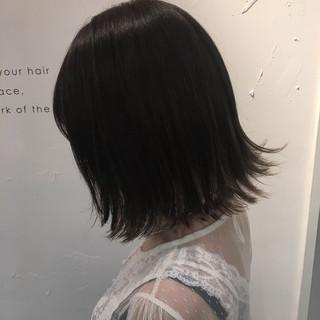 リラックス アッシュ ボブ 外ハネ ヘアスタイルや髪型の写真・画像