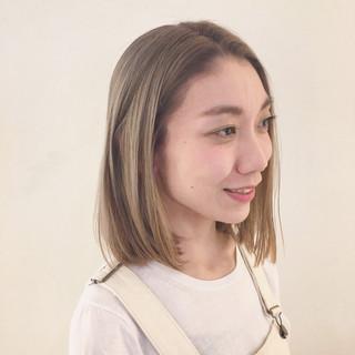 イルミナカラー ミディアム 外国人風 グレージュ ヘアスタイルや髪型の写真・画像