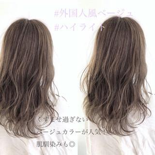 波ウェーブ ナチュラル ベージュ 波巻き ヘアスタイルや髪型の写真・画像