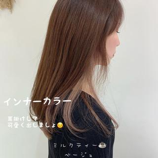 ミルクティーベージュ セミロング インナーカラー ヌーディーベージュ ヘアスタイルや髪型の写真・画像