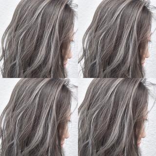 グレージュ 外国人風 ストリート セミロング ヘアスタイルや髪型の写真・画像