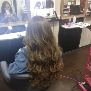 ナチュラル 巻き髪 ロング アッシュグレージュ ヘアスタイルや髪型の写真・画像