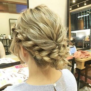 ミディアム ヘアアレンジ フェミニン ねじり ヘアスタイルや髪型の写真・画像