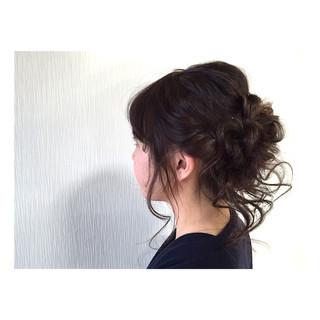 暗髪 ヘアアレンジ セミロング フェミニン ヘアスタイルや髪型の写真・画像