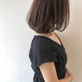 アッシュブラウン ミディアム 秋冬スタイル ナチュラル ヘアスタイルや髪型の写真・画像
