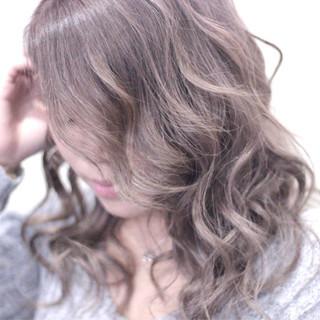 ミルクティー セミロング フェミニン グレージュ ヘアスタイルや髪型の写真・画像 ヘアスタイルや髪型の写真・画像