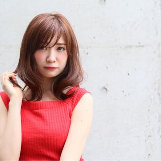 ミディアム ミルクティー シースルーバング パーマ ヘアスタイルや髪型の写真・画像