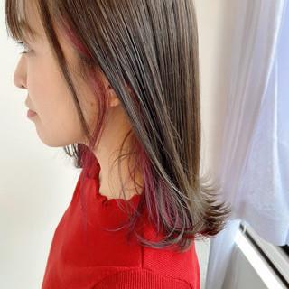 ミディアム インナーカラーレッド カシスレッド レッドブラウン ヘアスタイルや髪型の写真・画像