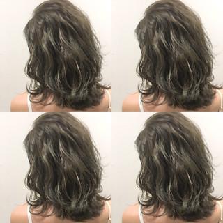 ストリート 外国人風 アッシュ 暗髪 ヘアスタイルや髪型の写真・画像